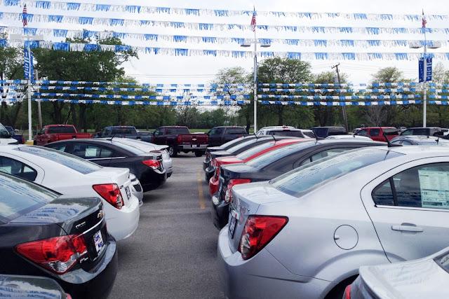Dealer resmi juga menjual mobil bekas merek lain