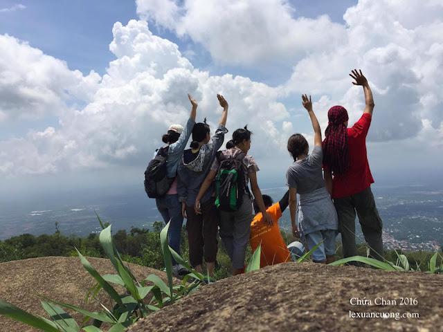 Leo núi Chứa Chan dã ngoại cùng bạn bè cuối tuần