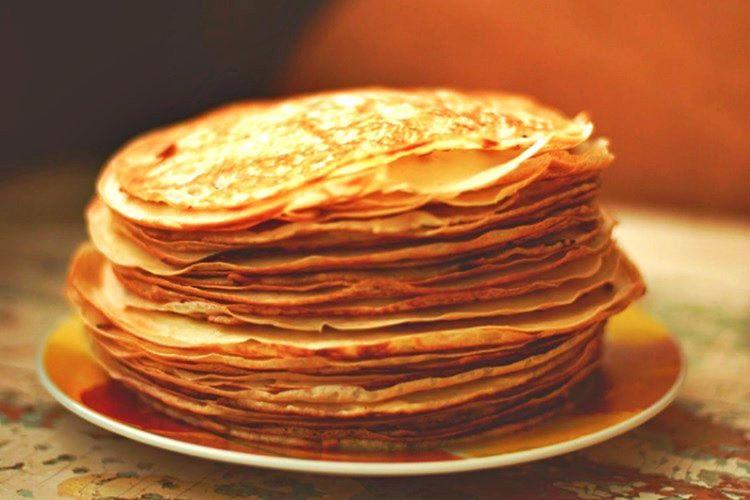 Rusya'da hazırlanan Pankekler hem görüntü hem de lezzet açısından Fransız kreplerini andırmaktadır.