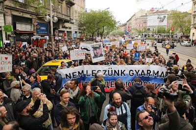 Magyar Kétfarkú Kutya Párt, Magyarország, Orbán-kormány, Kovács Gergely