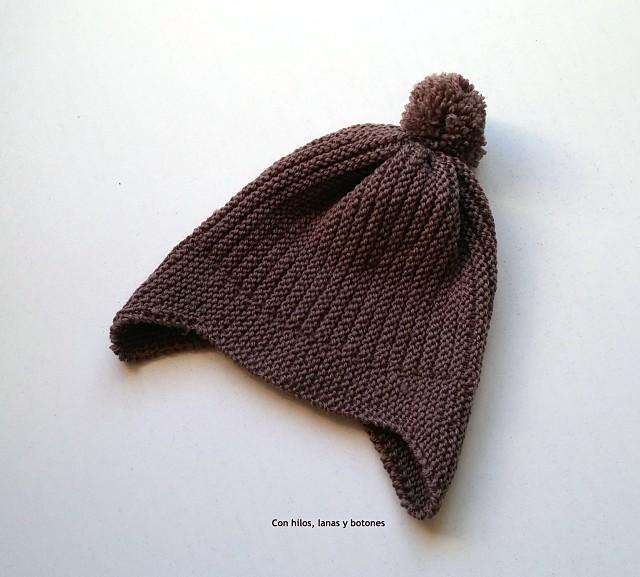 Con hilos, lanas y botones: Gorro con orejeras para bebé