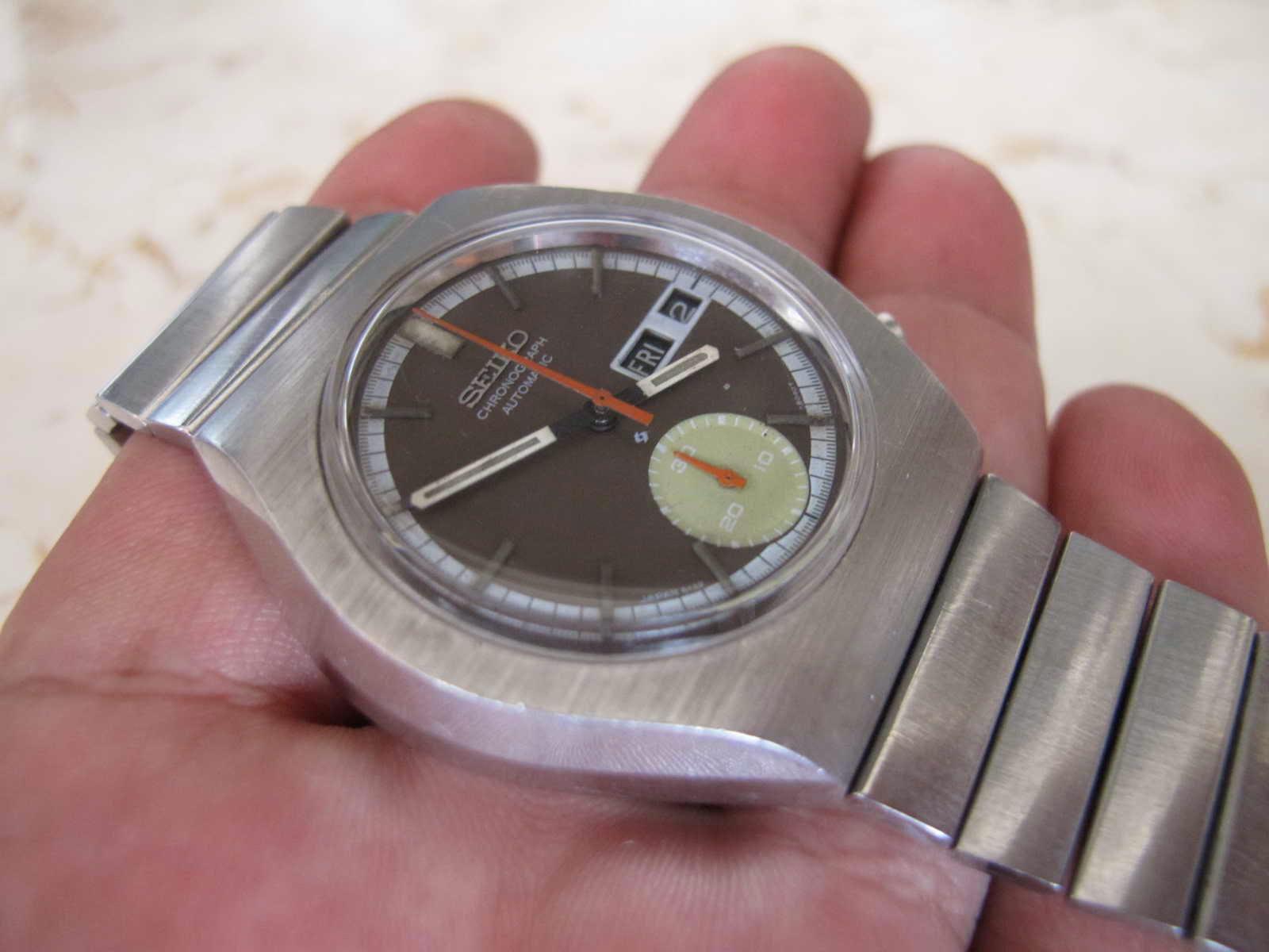 Cocok untuk Anda yang sedang mencari jam tangan Chronograph Japan made...  vintage.. dengan bentuk case unik... Retro. a2cd216231
