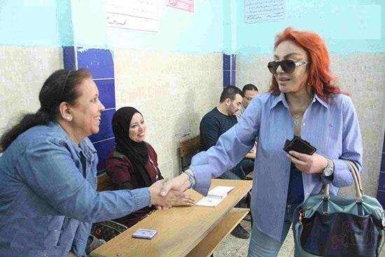 مشاركة الفنانين والوزراء والشخصيات العامة فى طابور الانتخابات الرئاسية