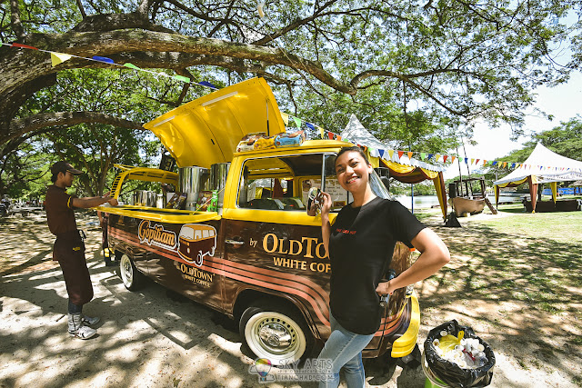 Long time no see Nadia Nazir! Here's she with the cool OLDTOWN Gopitiam van