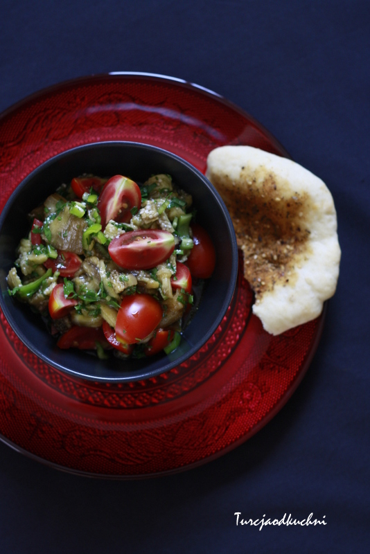 Sałatka z pieczonym bakłażanem / Patlıcan salatası