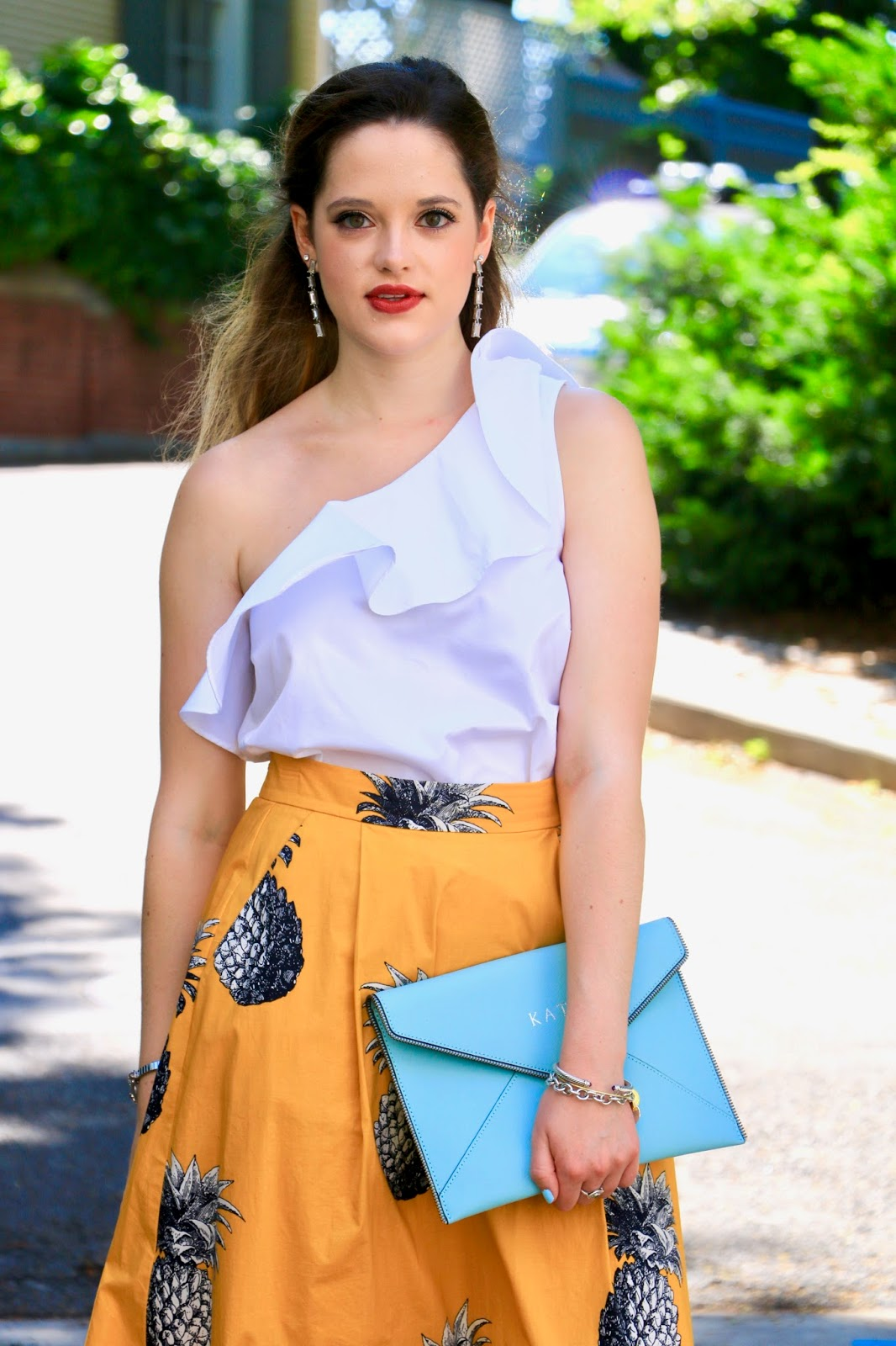 nyc fashion blogger Kathleen Harper showing summer beauty/makeup trends