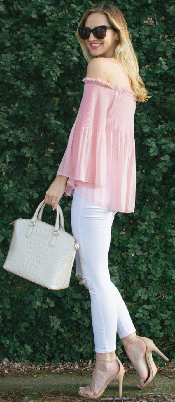 pink top + skinny jeans