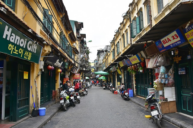 What to Do in Hanoi Old Quarter Vietnam before Christmas