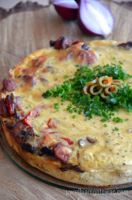 Tarta (Quiche) z kiełbasą i pieczarkami