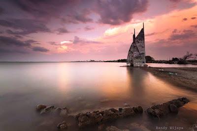 http://mandiriransel.blogspot.co.id/2015/12/menyapa-sunset-di-pantai-layar-putih.html
