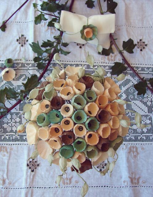 bouquet da sposa e segnaposto di fiori di carta , per matrimonio green in stile botanico