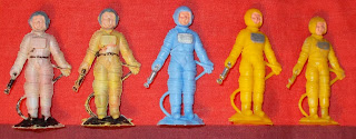 4 Gem Models A1 Spaceman Cake Decoration Astronaut Cosmonaut DSCN8816 50mm Figures; 54mm Figures; Astronaut; Cake Decoration Figures; Cake Decorations; Cosmonaut; Cullpits; Culpitt; Culpitt's Cake Decorations; Gem; GeModels; George Musgrave; Space Woman; Spaceman; Spacemen; Spacewomen; Five different spacemen, two early, two late, one smaller