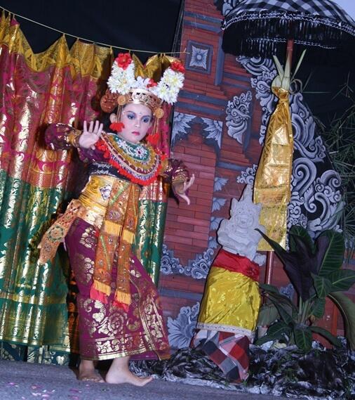 Legong Keraton Dance Bali & Gamelan Semar Pagulingan