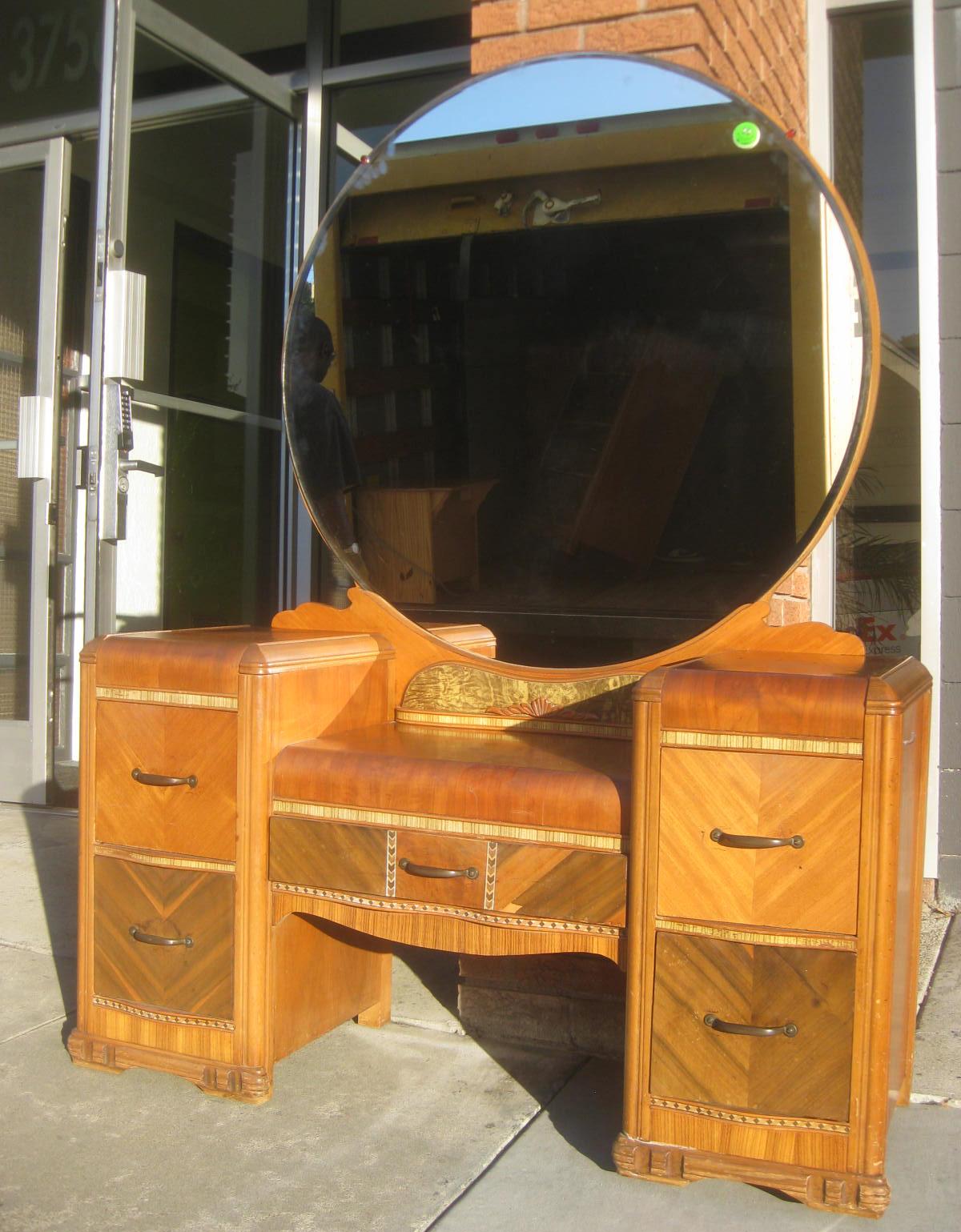 Uhuru Furniture Amp Collectibles Sold Waterfall Vanity