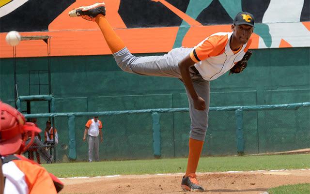 Javier Mirabal, lanzador cubano de 20 años, está llamado a encumbrarse en la pelota de la isla