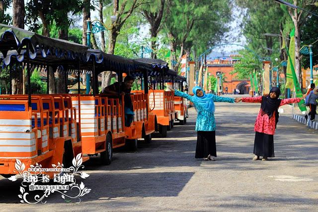 wisatawan gombong
