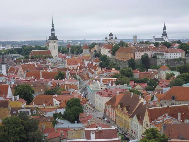 Vistas desde la Torre de la Iglesia de San Olav (Tallinn) (@mibaulviajero)
