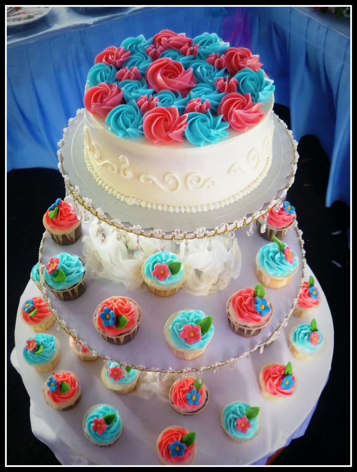 Tiffany blue wedding cake!!! Pink flowers. | Tiffany blue ... |Pink And Blue Wedding Cakes