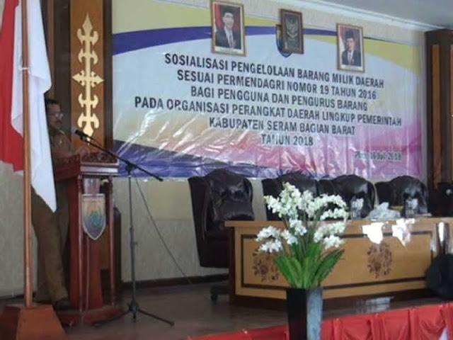 Yasin Payapo Buka Sosialisasi Pengelolaan Barang Milik Daerah di SBB