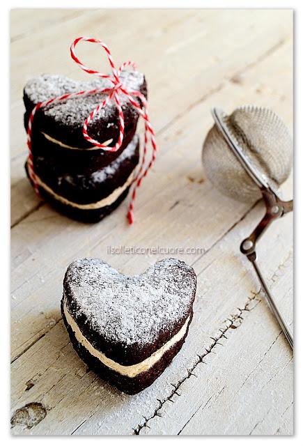 biscotti-al-cioccolato-con-cuore-alla-vaniglia