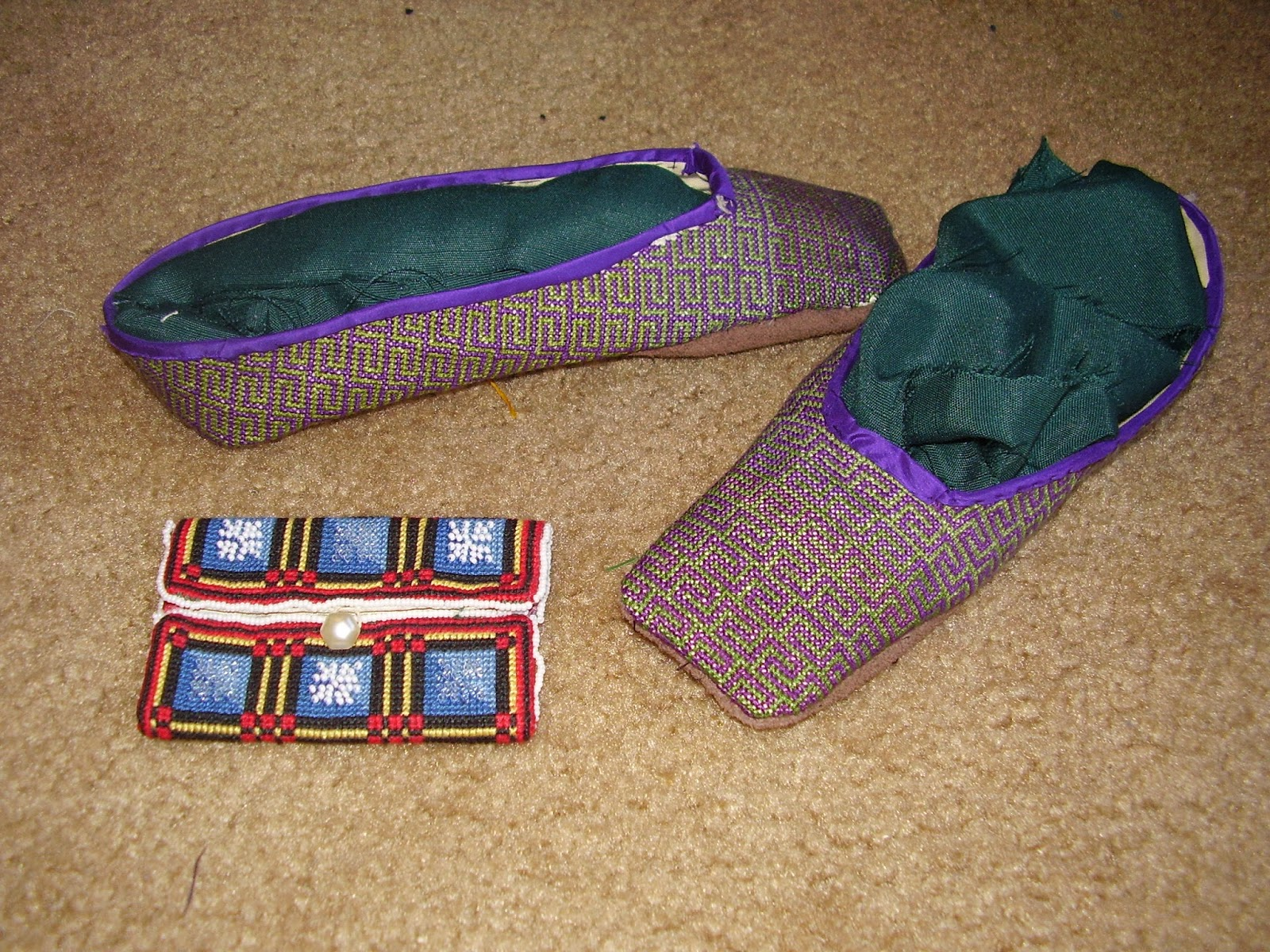 Berlin-work slippers and cardcase in Berlin-work with beads.