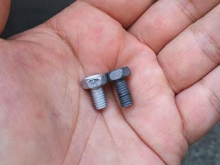 バッテリーのボルトなんですがデイトナ製は短かった