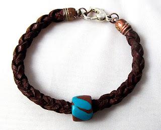 Bracelet tressé en cuir avec perle en pâte FIMO