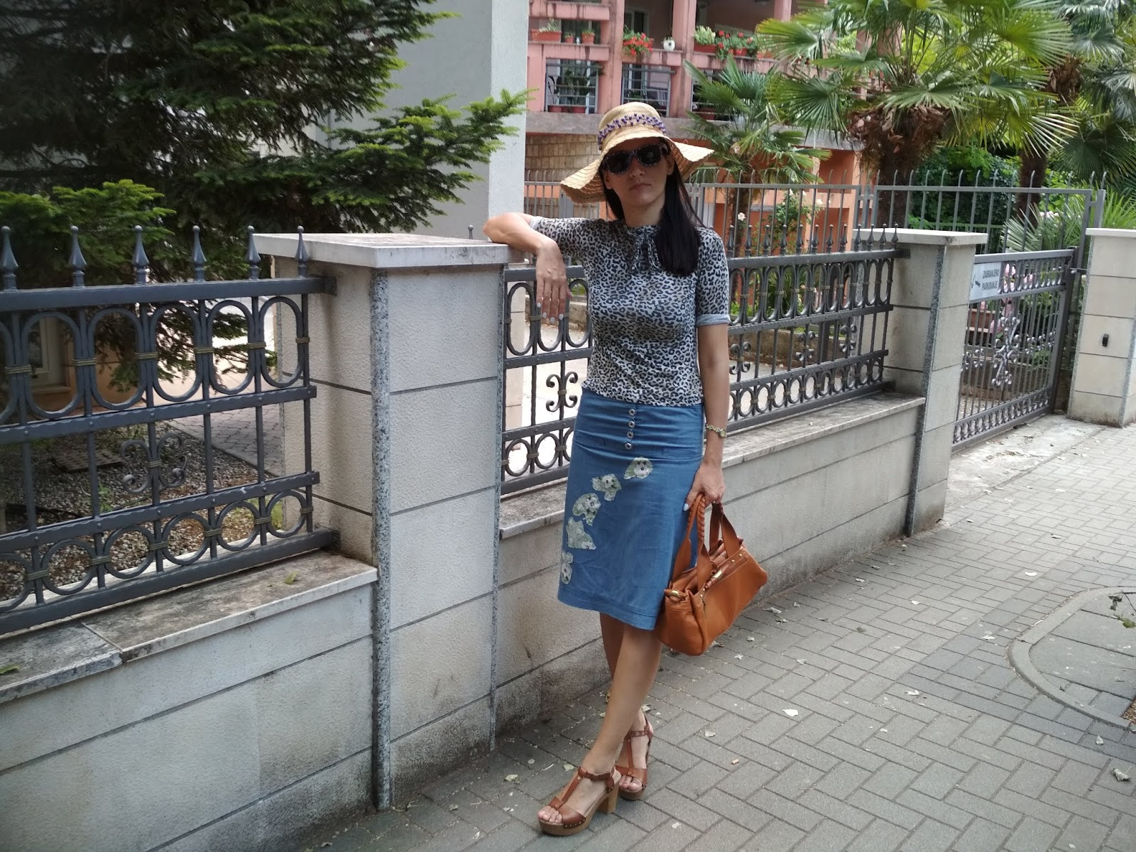 How To Wear a Denim Skirt With Patches? Summer Outfit Proposal.