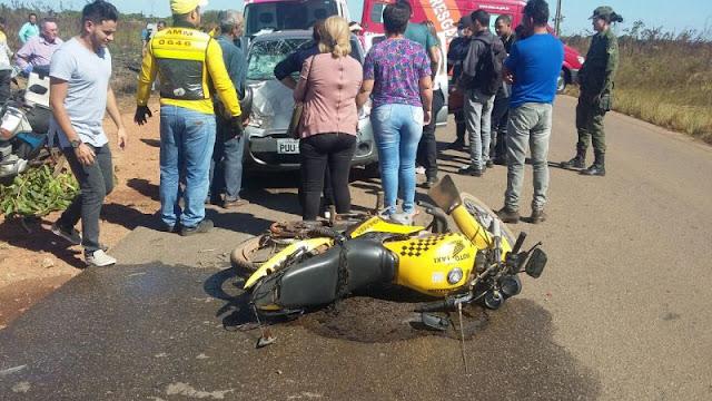 Acidente deixa mototaxista e passageira com fratura exposta