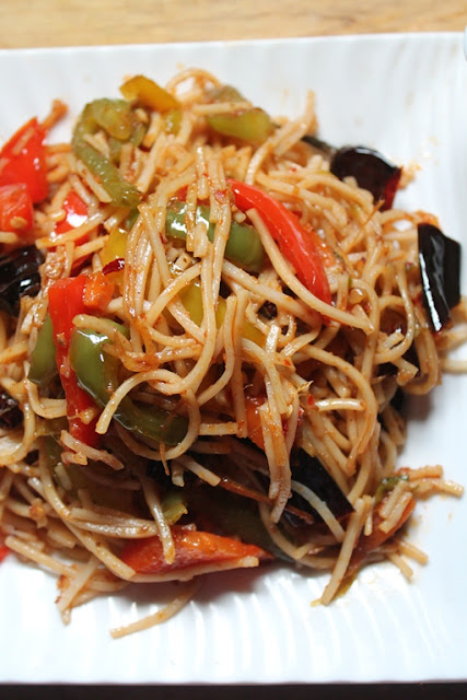 YUMMY TUMMY: Chilli Garlic Noodles Recipe - Spicy Chinese ...