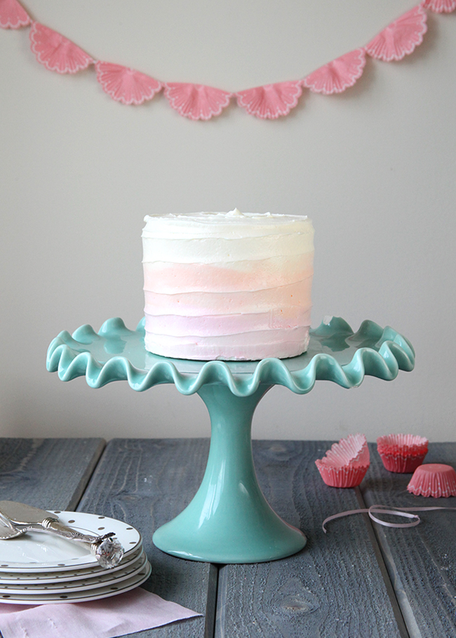 How To Make a DIY Watercolor Cake - via BirdsParty.com