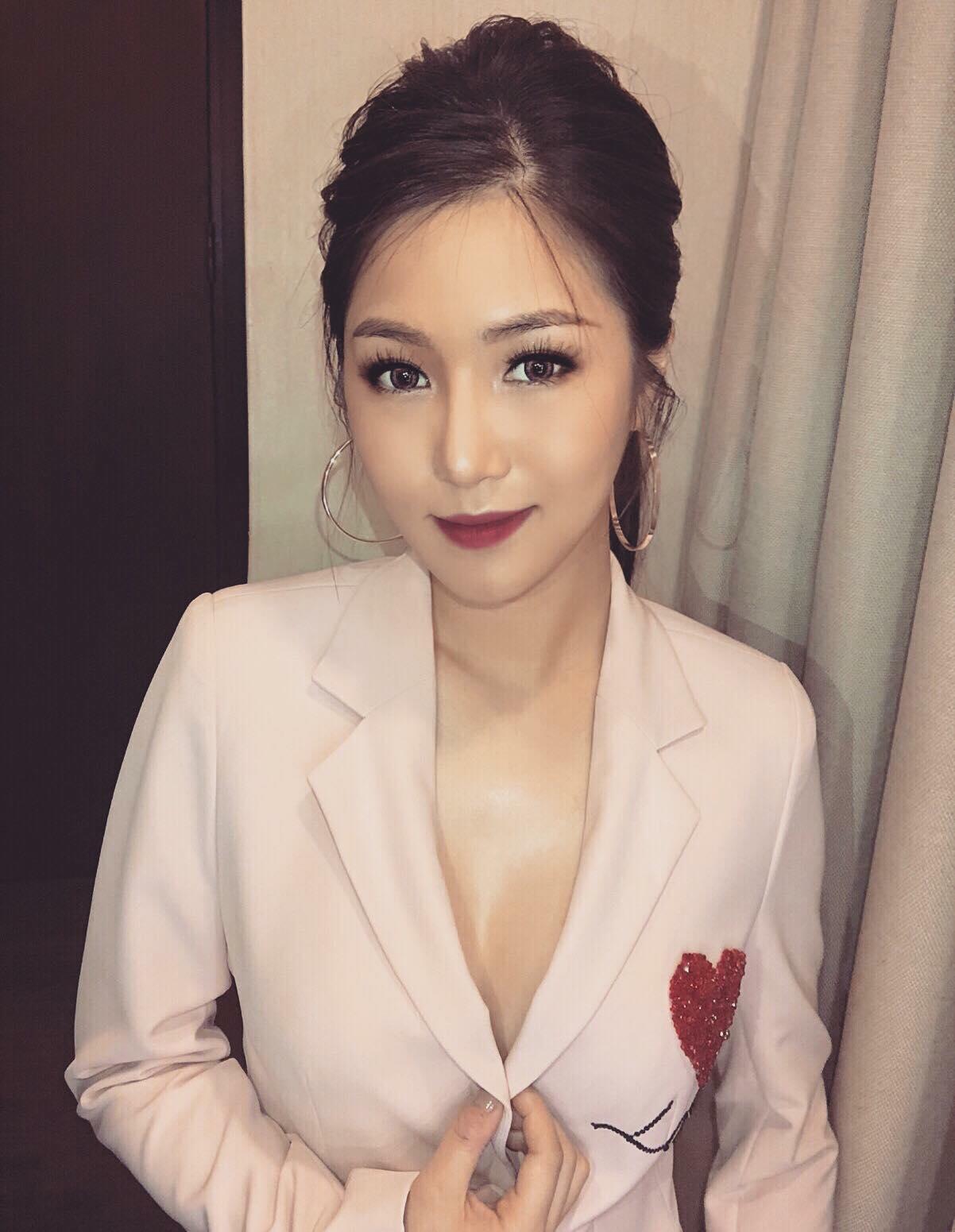 em gái mưa Hương tràm