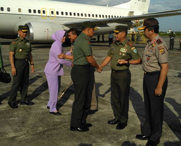 Panglima TNI dan KASAD Tiba di Aceh