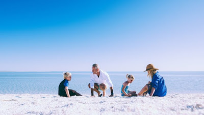 Bí ẩn những bãi biển tuyệt đẹp có màu cát rất kỳ lạ