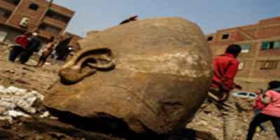 Colossal estátua de 3.000 anos de idade desenterrado do Cairo