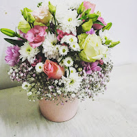 pink roses and white flowers for a wedding