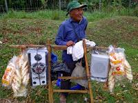 Kisah Kakek Penjual Kerupuk