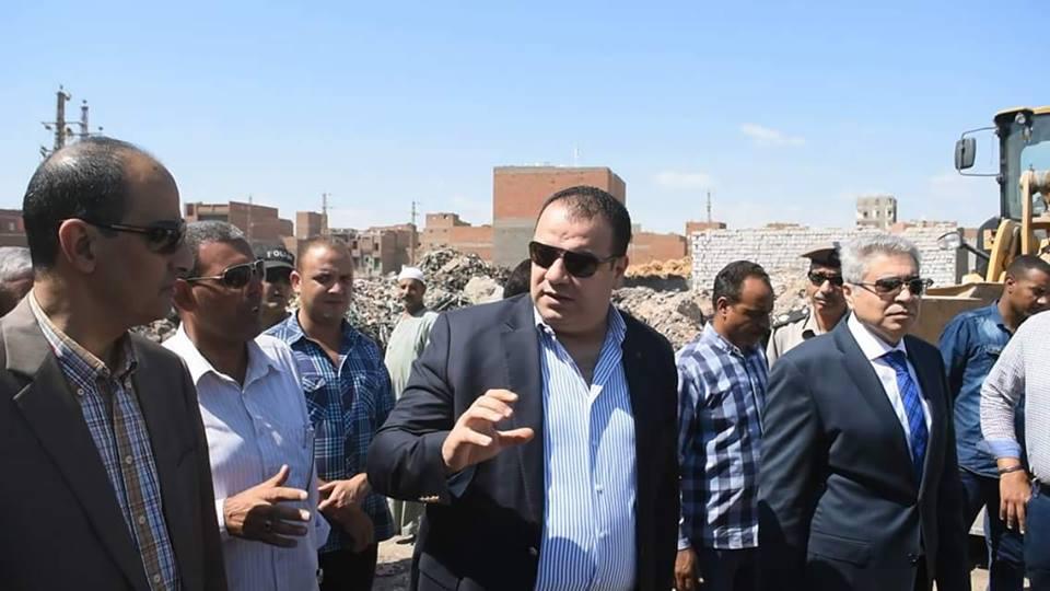 مصادرة خراطيم مياه وازالات وأعمال النظافة ورفع القمامة بمناطق متفرقة بمدينة الفيوم