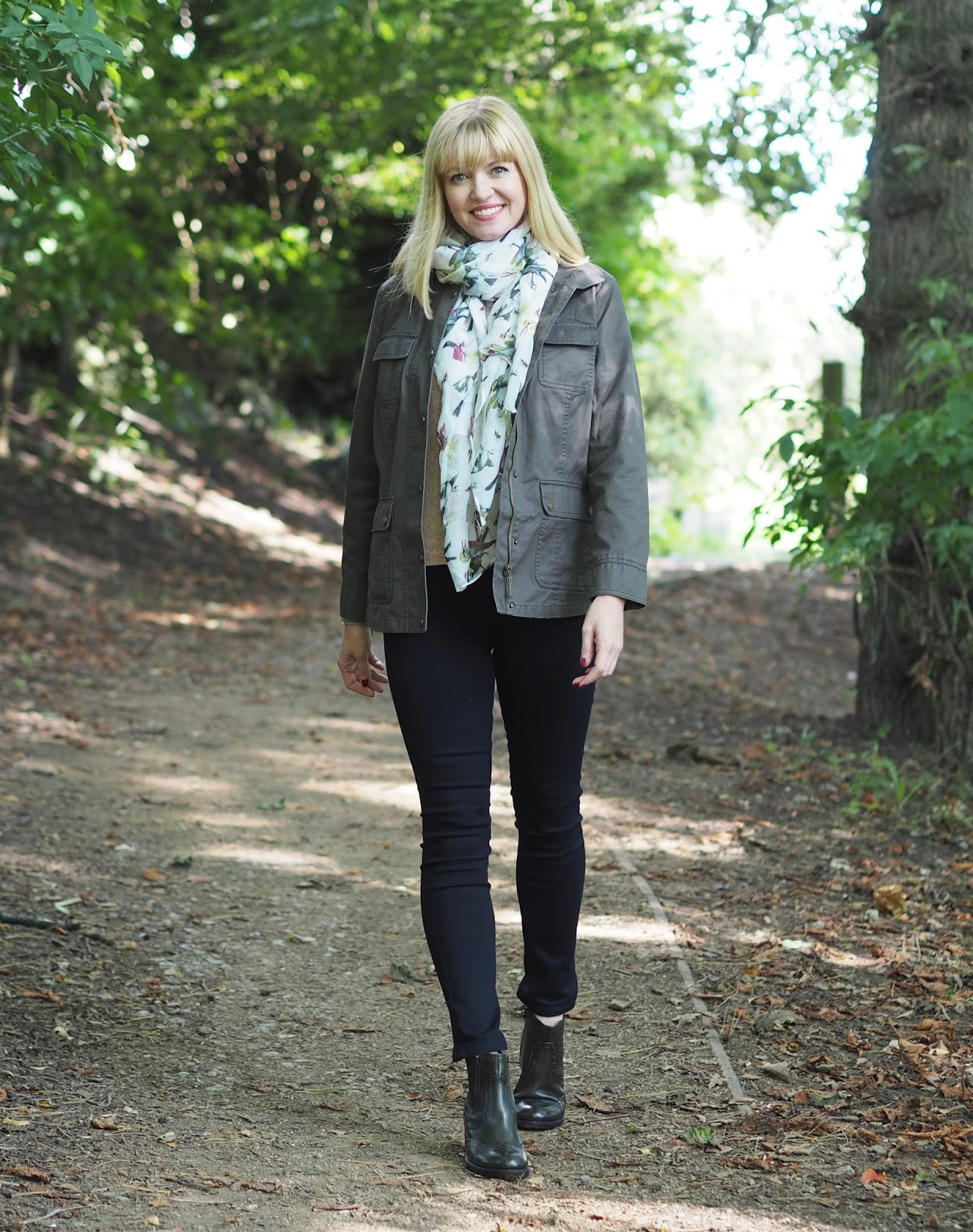 Dressing for the Coutry with Dash fashion. Olive waxed jacket, skinny jeans, a pink sweater and Chelsea boots