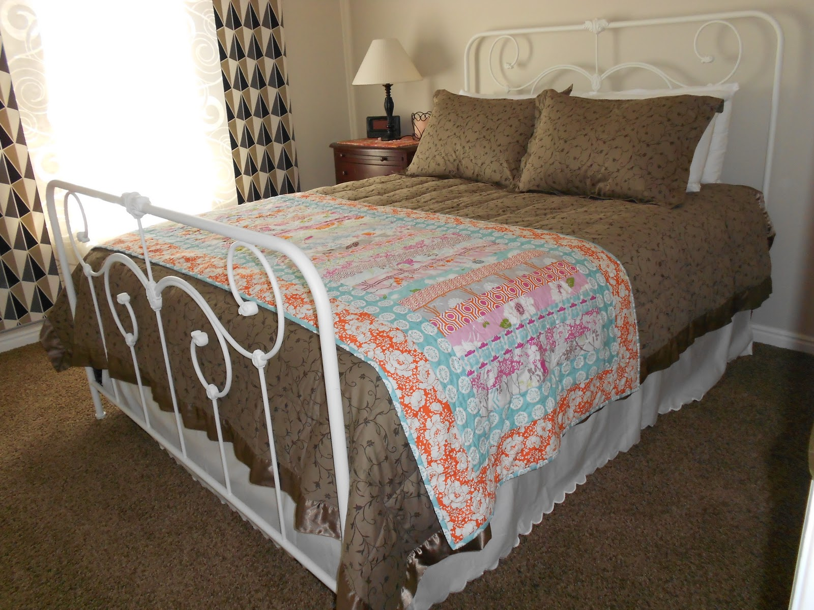 a notion to sew guest room bed runner. Black Bedroom Furniture Sets. Home Design Ideas