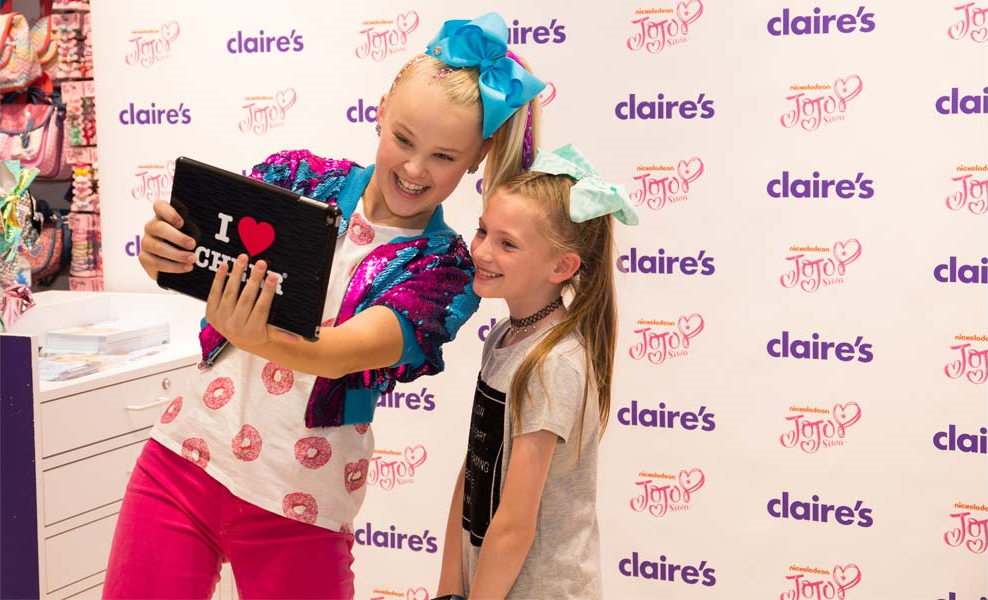 Nickalive uk fans go crazy over jojo siwa and claires jojos bow the huge potential for the jojo siwa licensing programme has been underlined by two successful meet and greet appearances by the youtube star her first in m4hsunfo