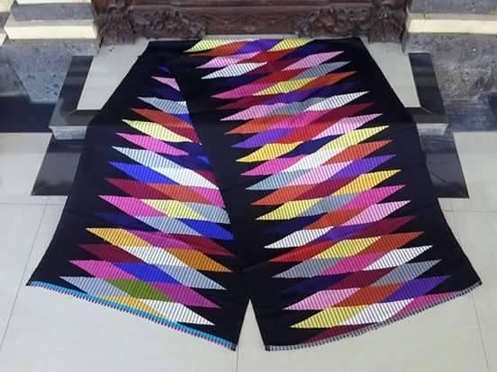 Kain rangrang adalah kain yang di buat dan di produksi di pulau bali secara  tradisional kain rang rang memiliki motif khusus yang tidak di miliki oleh  kain ... eb6016c09d