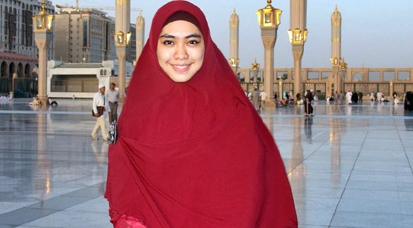 Hijab Syar'i ala Oki Setiana Dewi