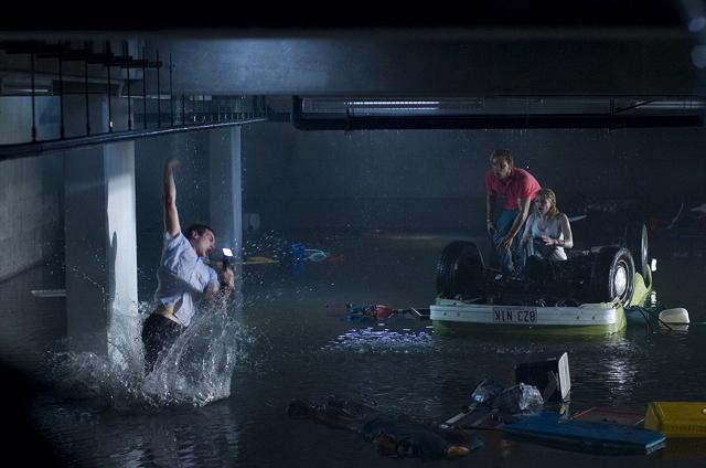 Hình ảnh phim Cá Mập Xâm Nhập