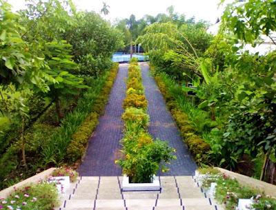 Pesona Taman Menuju Kolam Renang Kimo