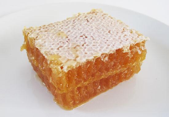 Πωλείται μέλι πεύκου στα Καλάβρυτα