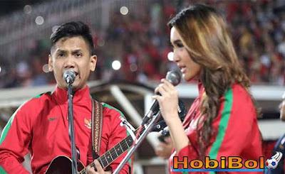 Aksi Gitaris Fingerstyle Domy Stupa Warnai Kemenangan Timnas U-16 - Hobybola303