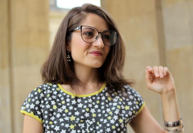 Con gafas