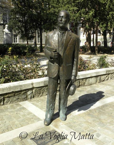 statua in bronzo di Italo Svevo a Trieste