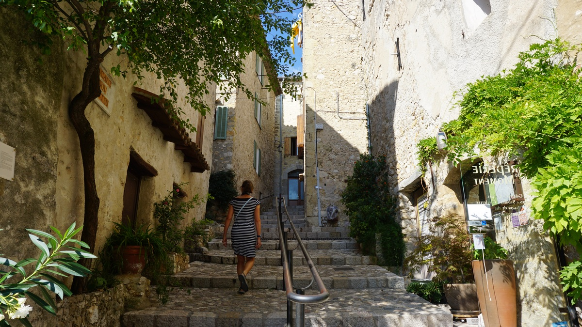 Cobbled alley in Carros Village